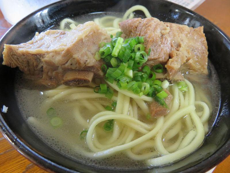 地元の人がお勧めする美味しい沖縄そば屋!!