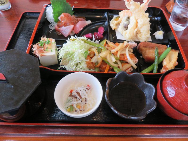 伊良部島でシーズンオフでも美味しい沖縄料理を食べれる